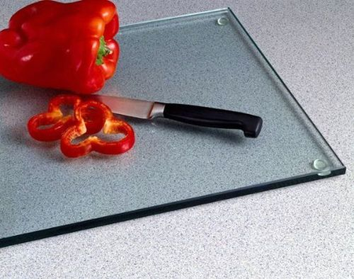 Яка дошка для нарізання краще для кухні?